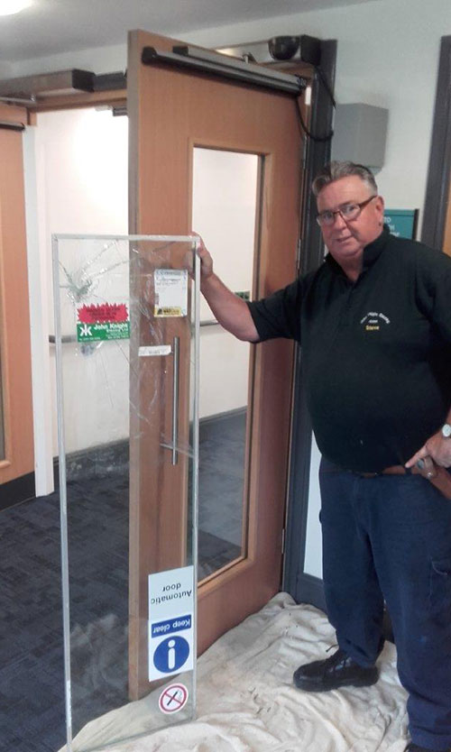 Steve replacement an internal glazed fire door unit with appropriate glazing.
